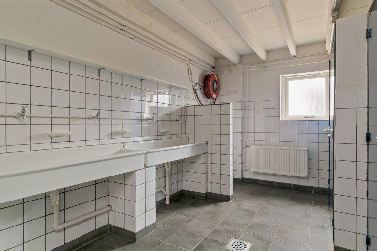 Kampeerboerderij De Reehoeve Groepsaccommodatie Bambi, sanitairruimte 1.1